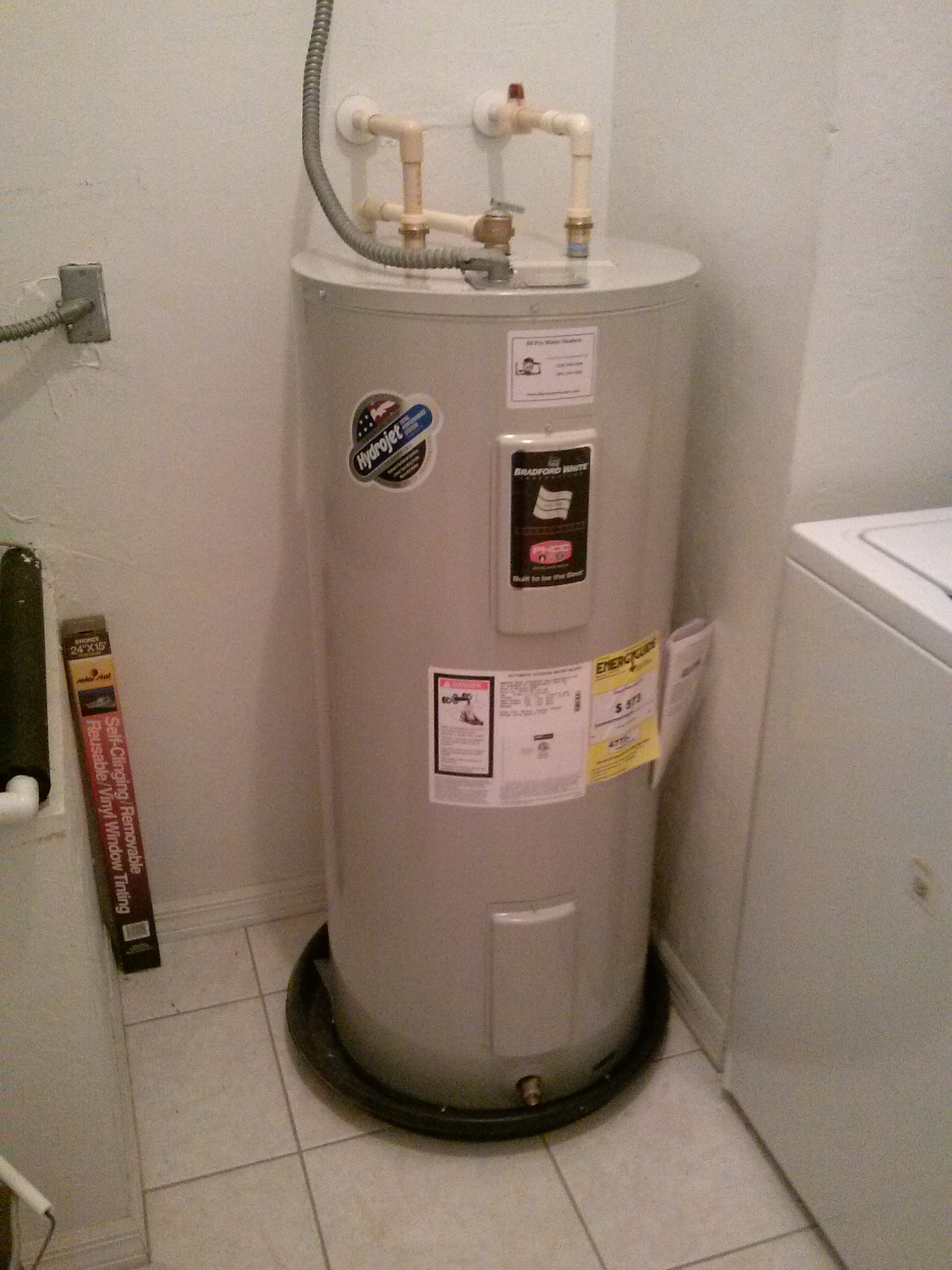 5 signs that you may have a leaking water heater